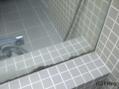 鏡に【シルバー1】施工前です