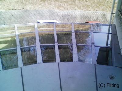 トップライトのガラスに、飛散防止フィルムを外貼り施工です。