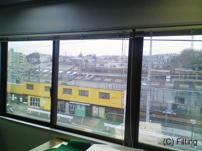 遮熱タイプのガラスフィルム【アンバー35】施工です。室内側より撮影です。